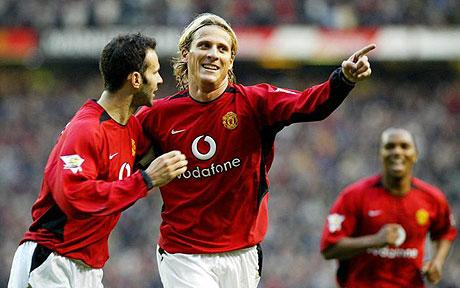 Diego Forlan and Ryan Giggs