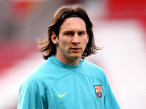 lionel messi hairstyles. lionel messi girlfriend 2010.