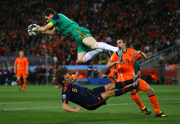 Casillas Puyol Van Persie Top 9 Photos From the 2010 FIFA World Cup Final