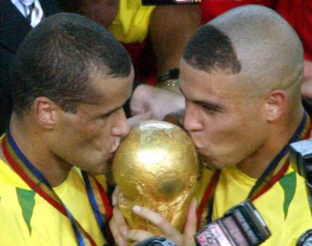 http://sportige.com/wp-content/uploads/2010/07/Ronaldo-Rivaldo-2002-World-Cup-Final.jpg