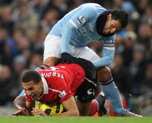 Carlos Tevez and Rio Ferdinand e1295278111379 15 Of the Funniest Soccer Pictures Ever