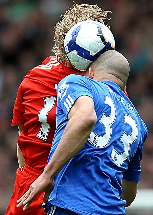 Dirk Kuyt and Alex 15 Of the Funniest Soccer Pictures Ever