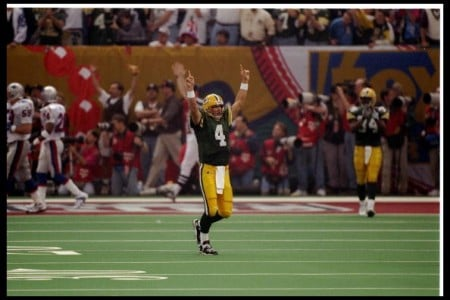 Brett Favre e1296570975905 The History of the Super Bowl in Pictures Part II