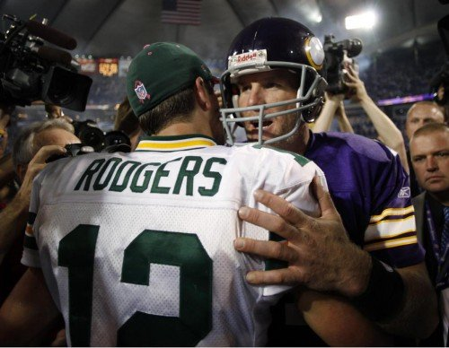 Rodgers Favre e1317048407471 Is Aaron Rodgers the Best Quarterback in the NFL?