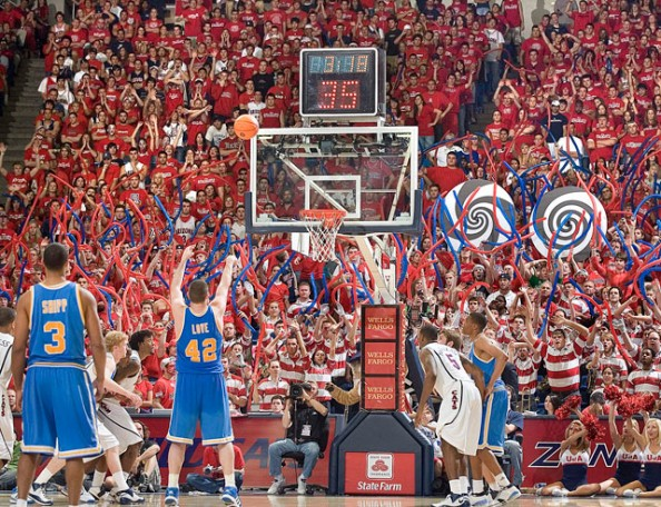 Arizona Wildcats Fans e1329494839328 Awesome Ways to Distract Free Throw Shooters