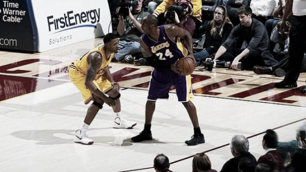 Bryant1 e1355318760354 Los Angeles Lakers   Kobe Bryant Keeps Playing Alone