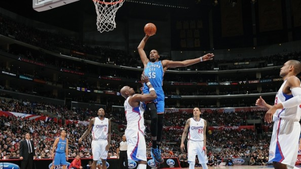 Durant Dunk e1358949004278 Oklahoma City Thunder   Kevin Durant Shows Whos the Best in the NBA
