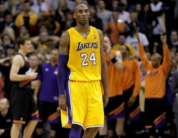 Kobe Bryant vs Suns e1359639991554 Los Angeles Lakers   Kobe Bryant Cant Do it Without Dwight Howard