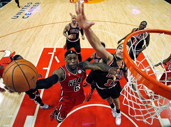 LeBron James vs Bulls e1362408677934 NBA Franchises Longest Winning Streaks
