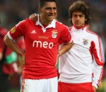 Pablo Aimar trying to comfort Enzo Perez in the end. Perez was one of the best performers for Benfica in both matches this week, but they both ended in tears for him.