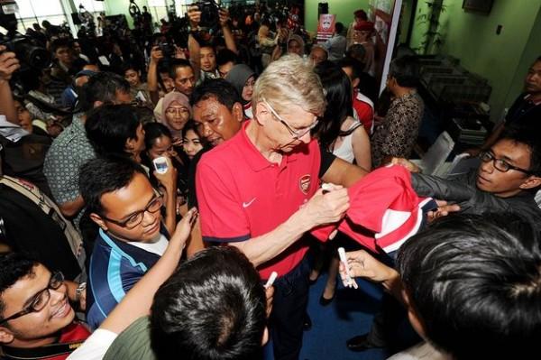 Arsene Wenger signing