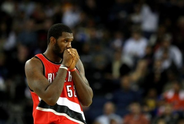 Greg Oden Blowing on his hands