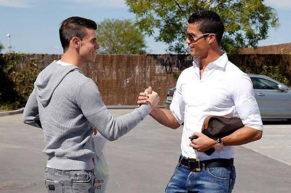 Ronaldo Welcoming Bale