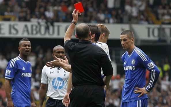 Torres Getting Sent Off e1380528057873 Chelsea FC   Fernando Torres Getting Noticed For the Wrong Thing