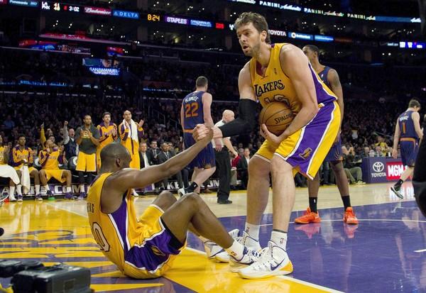 Pau Gasol helping Kobe Bryant
