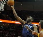 Bobcats beat Cavs
