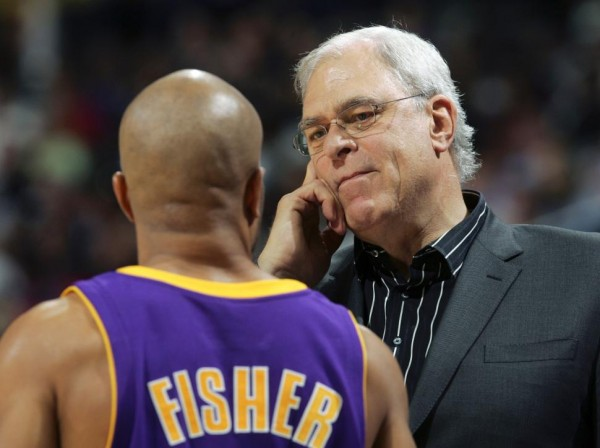 Derek Fisher Phil Jackson e1400501505378 NBA Rumors   New York Knicks Interested in Derek Fisher as a Head Coach