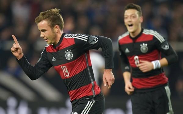 Mario Gotze, Mesut Ozil