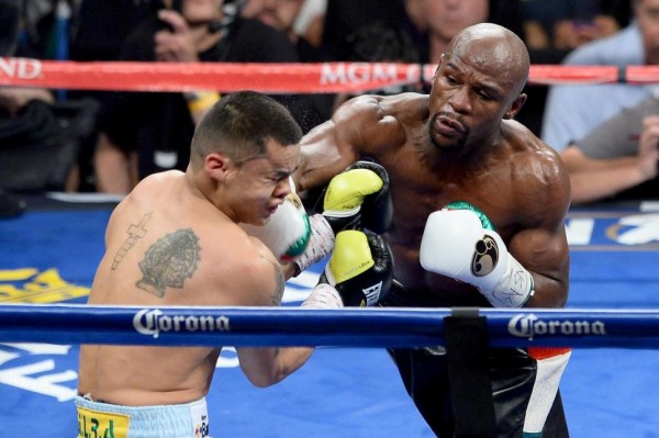 Mayweather hits Maidana