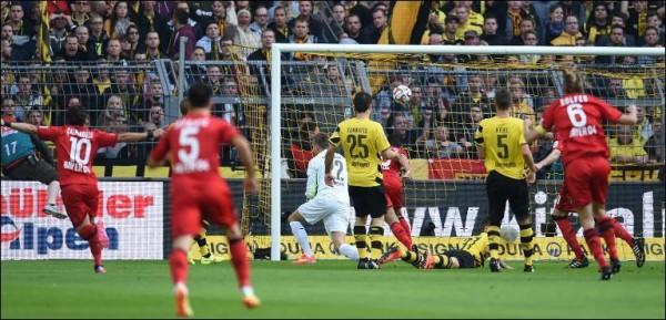 Leverkusen beat Dortmund