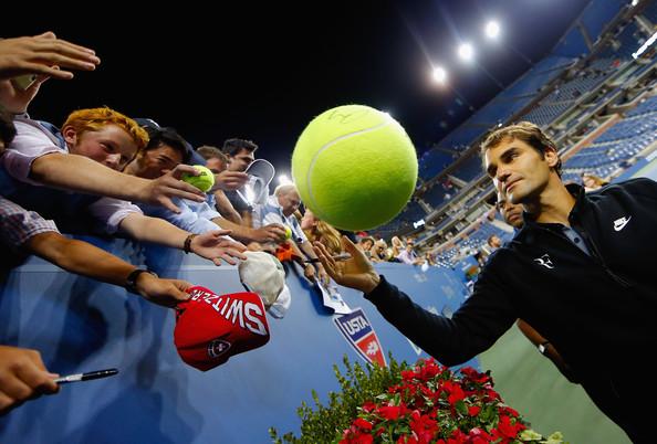 Federer signing