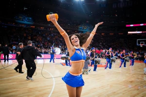 Knicks cheerleader