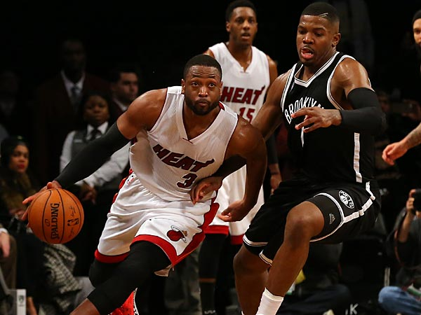 7b0b544ca39b It s been quite a while since Dwyane Wade took the Miami Heat on his back  and carried them all alone to victory. Old habits die hard