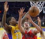 Lakers beat Bulls