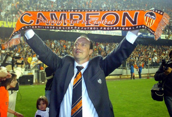 Rafa Benitez celebrating the championship in 2004