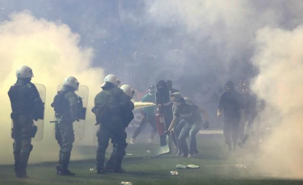 Fans vs Police