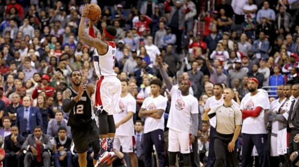 LaMarcus Aldridge can't reach Bradley Beal