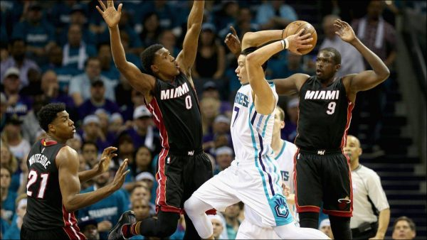 Lin scored 21 points to help the Hornets tie the playoff series with the Miami Heat at 2-2