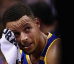 stephen-curry-wiping-his-sweat