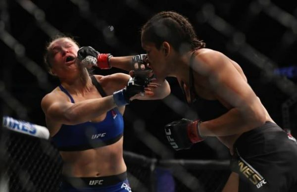 rousey-in-pain