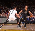 Jeremy Lin guarding Stephen Curry