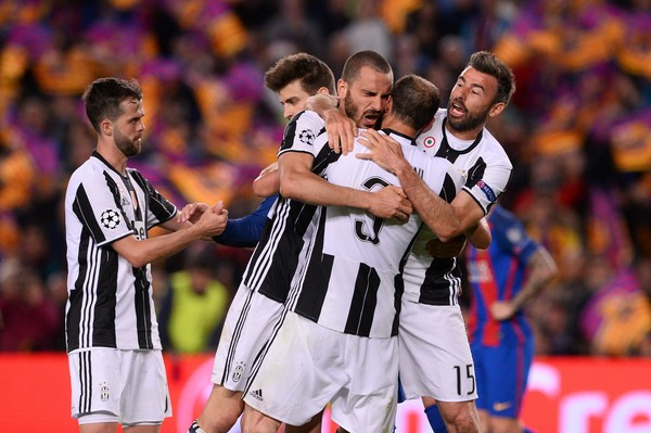 Juventus players hugging