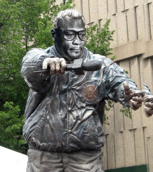 Cubs statue crying jordan